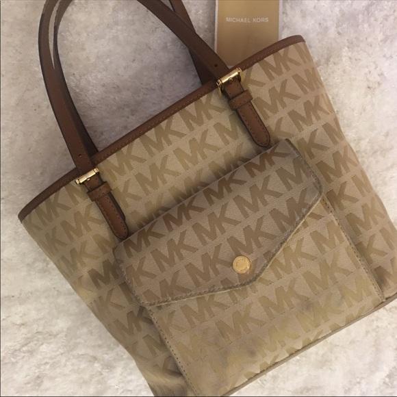 308bda202dc4 Michael Kors Bags | Jacquard Snap Pocket Tote | Poshmark
